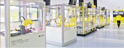 武汉发那科产品展示中心展示的工业机器人产品 记者张智 摄